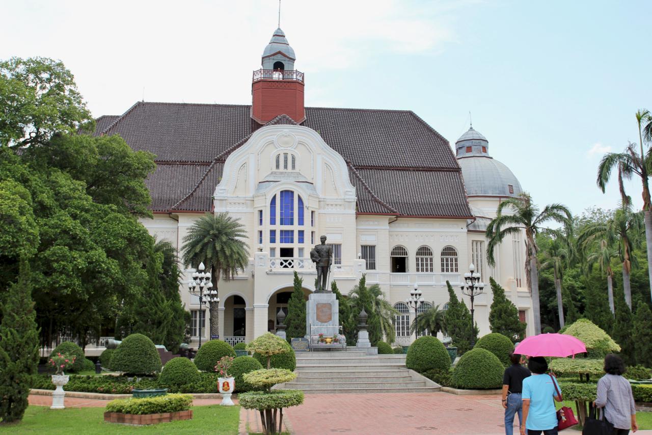 http://www.thaibeachvilla.com/phra-ramrajnivet-palace-petchaburi/